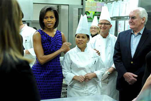 Cristeta Comerford con Michelle Obama